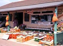 Roadside fruit and veg shop, Eveahsm. Roadside fruit and vegetable shop near Evesham, Worcestershire, England, UK, Western Europe stock images