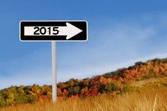 Roadsign bis 2015 im Herbst Stockfoto