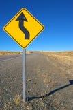 Roadsign de courbe en avant Photographie stock libre de droits