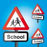 Roadsign de la escuela del tráfico Imagenes de archivo