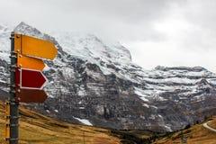 Roadsign na parede da montanha Foto de Stock Royalty Free