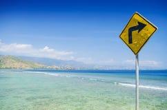 Roadsign på areiabrancastranden nära dili East Timor Arkivfoto