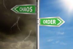 Roadsign zum Chaos und zur Bestellung lizenzfreies stockbild
