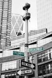 Roadsigns på hörnet av den Broadway och Columbus cirkeln Arkivbild
