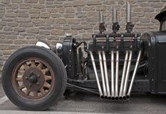 Roadster con i tubi di scarico unmuffled fotografia stock