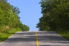 Free Roadway Cresting A Hill Royalty Free Stock Photography - 1194687