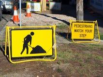 Roadwork znaki, Pedestrians Pamiętają Twój kroka Fotografia Royalty Free