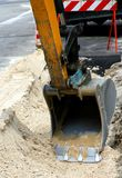 Roadworks för lägga av underjordiska kablar Royaltyfri Bild
