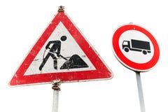 Roadworks, frachtowego transportu ruch drogowy zabraniają Obrazy Royalty Free
