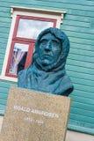 Roalf阿蒙森雕象在特罗姆瑟,挪威 免版税图库摄影
