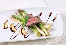 Roast beef and asparagus Royalty Free Stock Photography