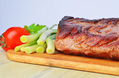 Roast beef on cutting board Royalty Free Stock Photos