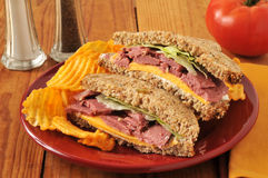 Roast beef sandwich with chips Royalty Free Stock Photos