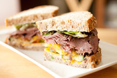 Roast beef sandwich on cracked whole wheat bread Royalty Free Stock Images