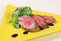 Roast beef and spinach leaves Royalty Free Stock Photography