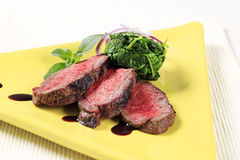 Roast beef and spinach leaves Royalty Free Stock Photos
