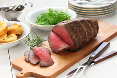 Roast beef with yorkshire pudding Royalty Free Stock Photography