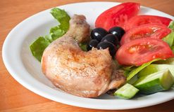 Roast chicken leg with fresh vegetable Stock Images
