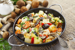 Roast chicken with potatoes and mushrooms Stock Photography