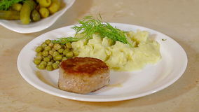 Roast cutlets with mashed potatoes and fennel