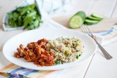 Roastbeef mit Quinoa und mit Grüns Stockfoto
