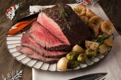 Roastbeef mit Yorkshire-Puddings Lizenzfreies Stockbild