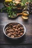 Roasted剥了在碗的栗子鲜美季节性烹调的 免版税库存照片
