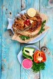 Roasted зажарило в духовке кролика с соусом сметаны с овощами праздничная еда лакомка еды принципиальной схемы питательная Взгляд стоковые изображения rf