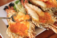 Roasted зажарило гигантские креветку реки или креветку, Тайскую кухню стоковое фото