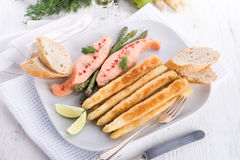 Roasted asparagus with salmon fillet Stock Images