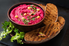 Roasted Beet Hummus with toast in a ceramic bowl Royalty Free Stock Photos