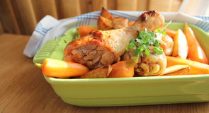 Roasted chicken with potatoes and carrots Royalty Free Stock Photos