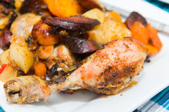 Roasted chicken tights with vegetables Stock Images