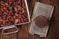 Roasted cocoabeans and 100% solid chocolate Royalty Free Stock Photo