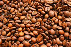 Roasted coffee beans background texture. Arabic roasting coffee. Ingredient of hot beverage. Brown coffee beans for background and texture Stock Photo