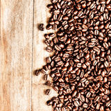 Roasted Coffee Beans background texture on wooden background fra Royalty Free Stock Photo