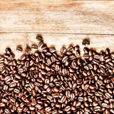 Roasted Coffee Beans background texture on wooden background fra Stock Image