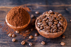 Roasted coffee beans and ground coffee in bowls Royalty Free Stock Photos