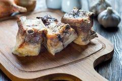 Roasted cortou os reforços de carne de porco do assado, foco na carne cortada Fotos de Stock