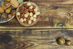 Roasted ha salato i dadi si mescola, spuntino dalla noce di macadamia, walnotes e almo Fotografia Stock