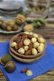 Roasted ha salato i dadi si mescola, spuntino dalla noce di macadamia, walnotes e almo Immagini Stock Libere da Diritti