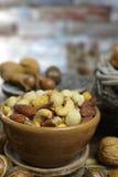 Roasted a salé des écrous se mélangent, casse-croûte de macadamia, walnotes et almo photographie stock libre de droits