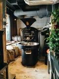 Roaster καφέ Τέχνη της κατασκευής καφέ Στοκ Εικόνες