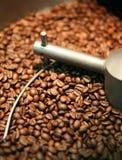 Roasting dos feijões de café Foto de Stock Royalty Free