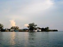Roatan Dorf am Sonnenuntergang Stockbild