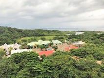 Roatan, Honduras - 11/29/17 - baia di mogano, zona commerciale del terminale del porto di crociera fotografie stock