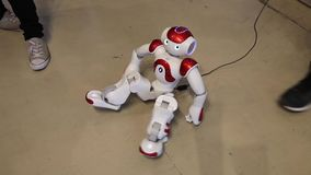 Robô do humanoid da NAO por Intel O robô pode dançar, mover-se e falar filme