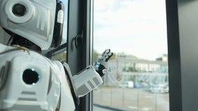 Robô infeliz que sonha sobre a saída video estoque