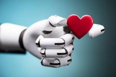 Robô que guarda o coração vermelho imagem de stock royalty free