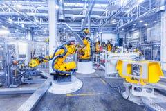 Robôs em uma planta de carro Fotografia de Stock